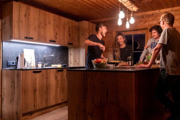 Hoiz Alm Huette mieten Österreich Hohe Tauern Küche Selbstversorgerhütte
