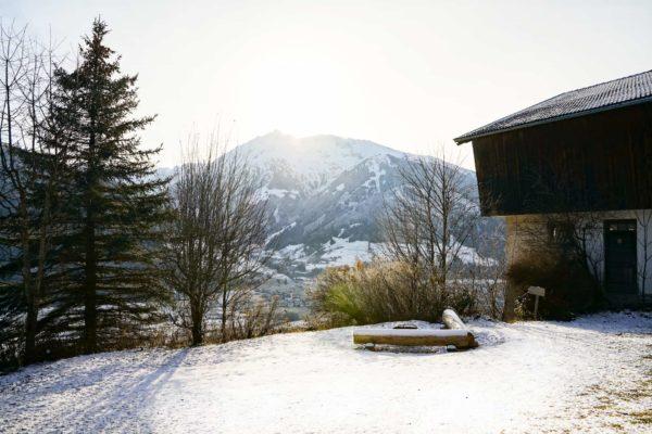 Hoiz Alm Huette mieten Österreich Hohe Tauern Garten Bergblick Feuerstelle Winter